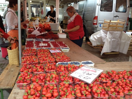 I LOVE FARMERS MARKETS AND STRAWBERRIES