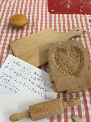 WOODEN HONEY BREAD MOLDS