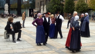 TRADITIONAL DANCE IN THE TOWN SQUARE