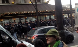 LOTS OF POLICE AROUND