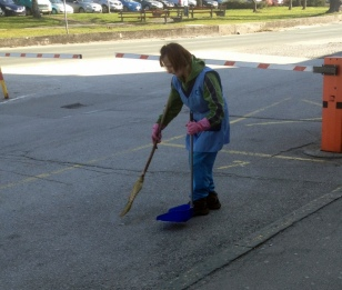 CLEANING BUS PARKING WITHOUT A BLOWER HERE
