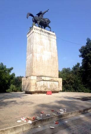 MCDONAL'S MONUMENT
