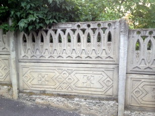 INTERESTING CONCRETE FENCES