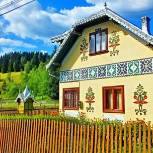 DECORATIVE ROMANIAN HOUSE