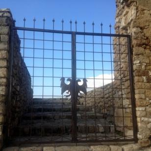 CASTLE GROUNDS ENTRANCE GATE