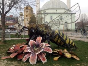 GIANT BEE ART
